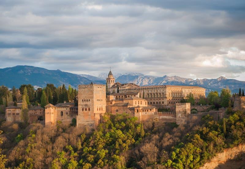 Opinião do panorama do palácio de Alhambra, Granada, Spain fotos de stock