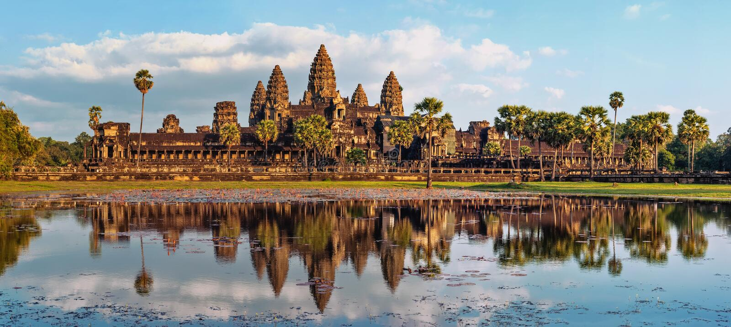 Opinião do panorama do templo de Angkor Wat Baixa de Siem Reap, Cambodia fotografia de stock