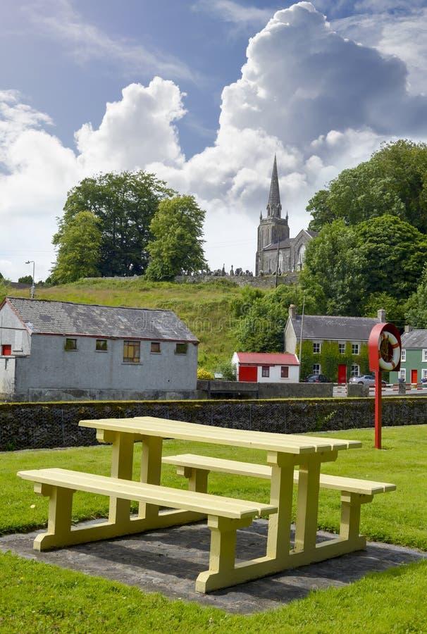 Opinião do parque e da igreja de Castletownroche imagem de stock royalty free