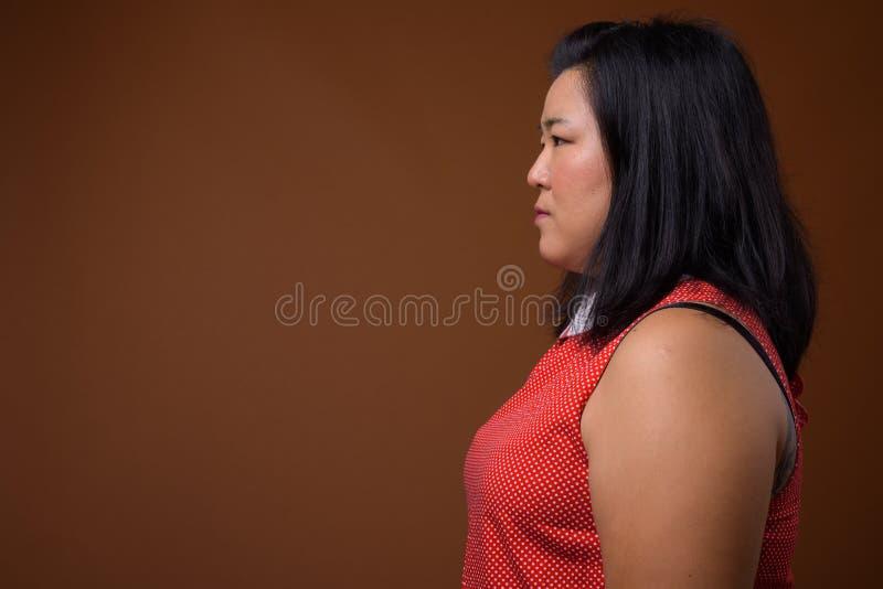 Opinião do perfil a mulher asiática excesso de peso bonita imagens de stock royalty free