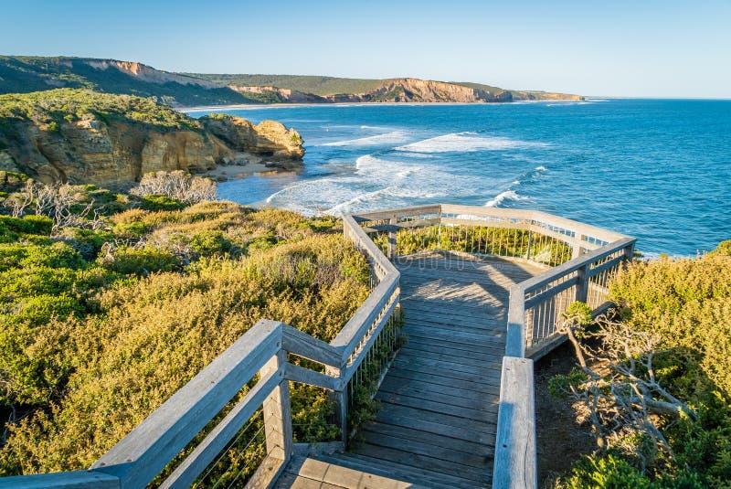 Opinião do ponto de Attis e vigia na grande estrada do oceano, Austrália fotografia de stock