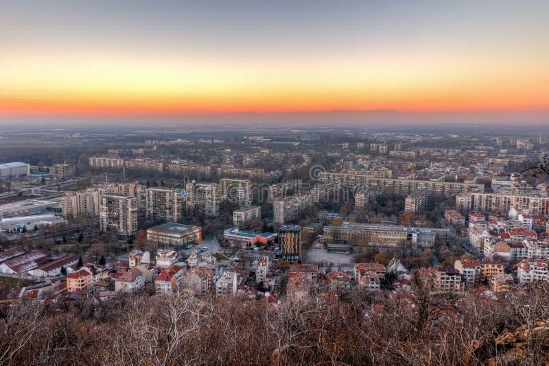 Download Opinião Do Por Do Sol Da Cidade De Plovdiv Do Monte Do Tepe De Dzhendem, Bulgária Imagem de Stock - Imagem de estrutura, panoramic: 65578351