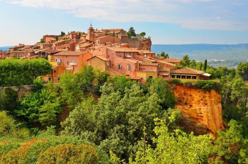 Opinião do por do sol da vila de Roussillon, Provence, France imagens de stock