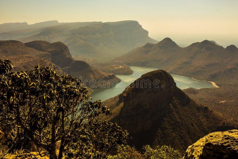 Opinião do por do sol de três Rondavels, garganta de Blyde, África do Sul foto de stock royalty free