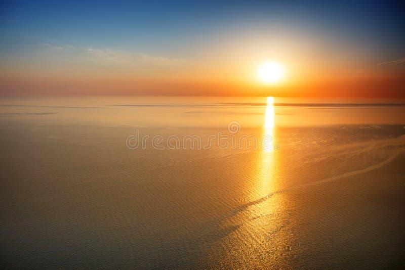 Opinião do por do sol do cume Turismo, curso, fundo do mar imagens de stock