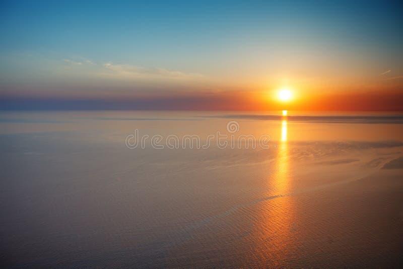 Opinião do por do sol do cume Turismo, curso, fundo do mar imagem de stock royalty free
