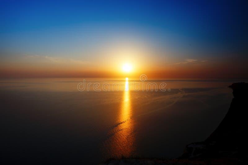 Opinião do por do sol do cume Turismo, curso, fundo do mar fotografia de stock royalty free