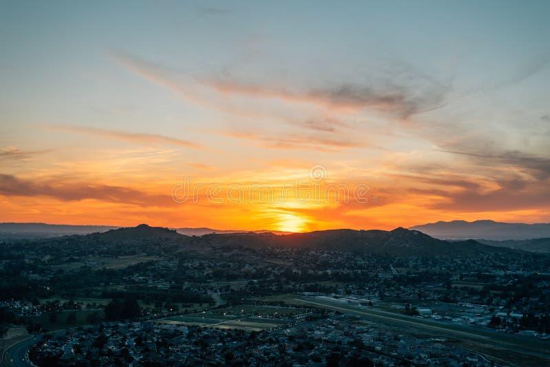 Opinião do por do sol da montagem Rubidoux no beira-rio, Califórnia fotografia de stock royalty free
