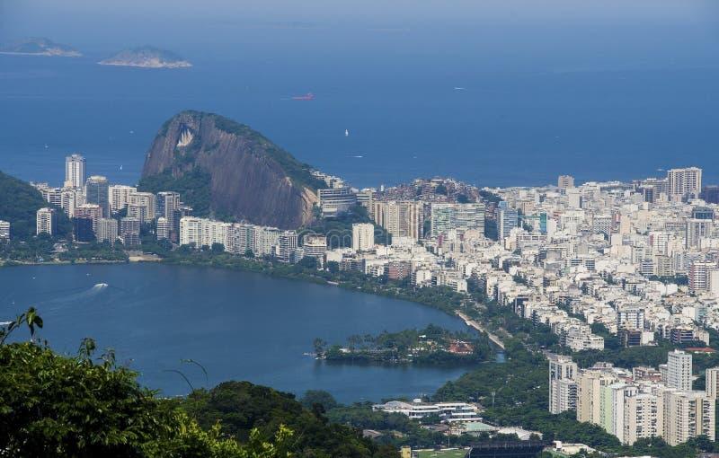 Opinião do por do sol do naco de açúcar da montanha e do Botafogo em Rio de Janeiro brasil imagens de stock royalty free