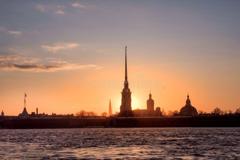 Opinião do por do sol o Peter e o Paul Fortress fotografia de stock