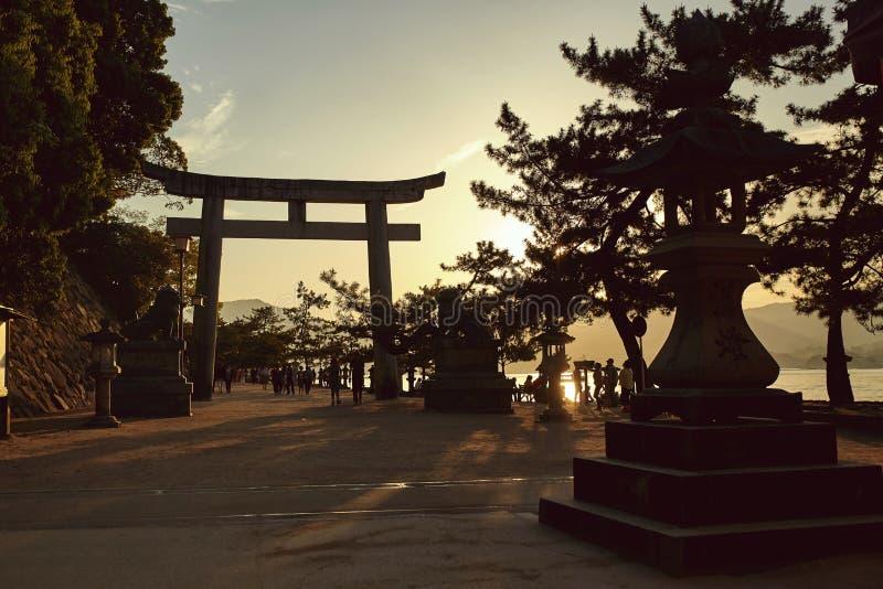 Opinião do por do sol sobre Miyajima, Japão foto de stock royalty free