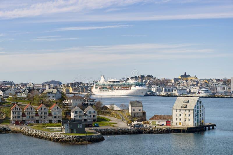 Opinião do porto, Alesund Noruega imagens de stock