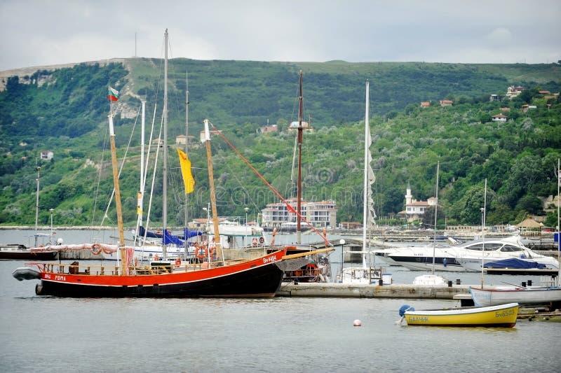 Opinião do porto de Balchik fotografia de stock royalty free