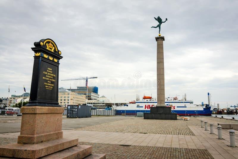Opinião do porto em Helsingborg com monumentos fotos de stock