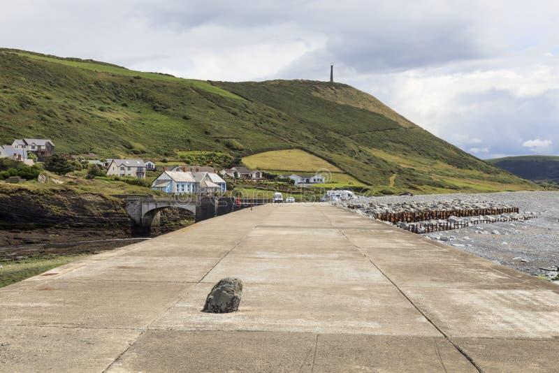 Opinião do quebra-mar do porto de Aberystwyth fotografia de stock royalty free