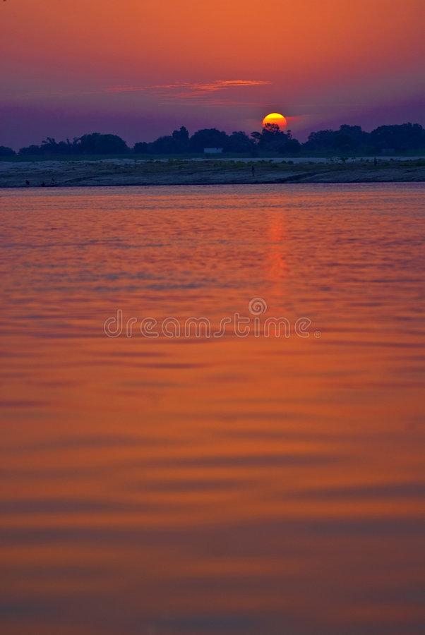 Opinião do rio do nascer do sol fotografia de stock royalty free