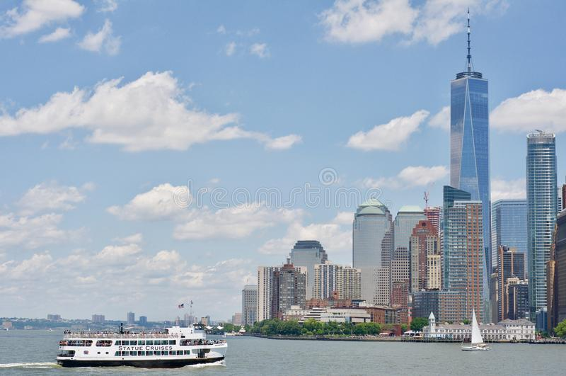Opinião do rio a Manhattan imagens de stock royalty free