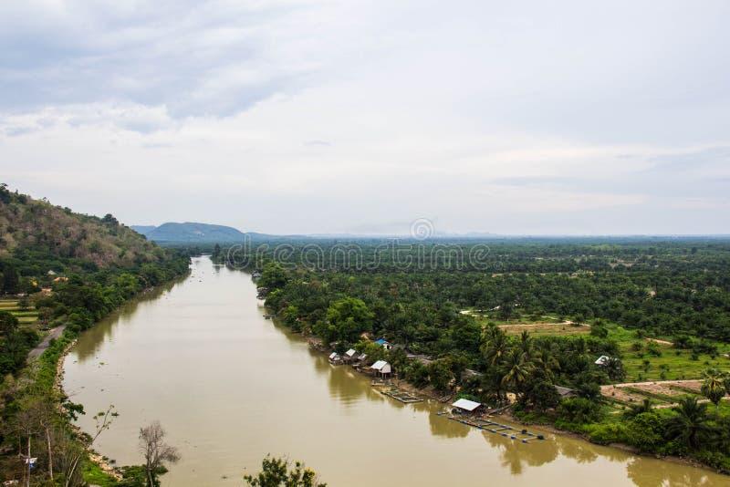 Opinião do rio na província de Suratthani, Tailândia imagens de stock