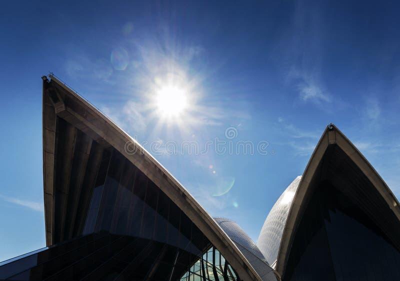 Opinião do teatro da ópera do marco de Sydney em Austrália no dia ensolarado fotografia de stock royalty free