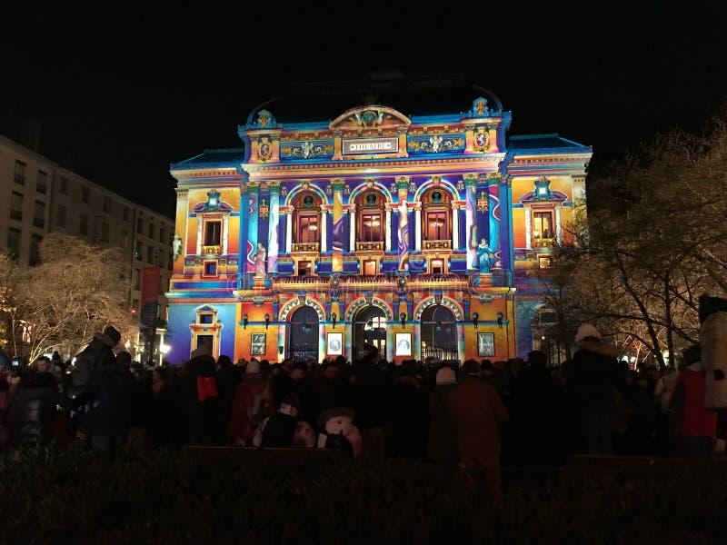 Opinião do teatro de Celestins durante o festival de luzes em Lyon França fotografia de stock