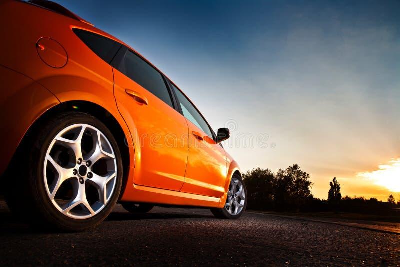 opinião do Traseiro-lado de um carro luxuoso fotos de stock