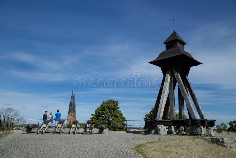Opinião do turista da catedral de Upsália fotografia de stock royalty free