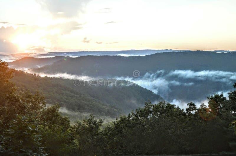 Opinião do vale das montanhas fotografia de stock royalty free