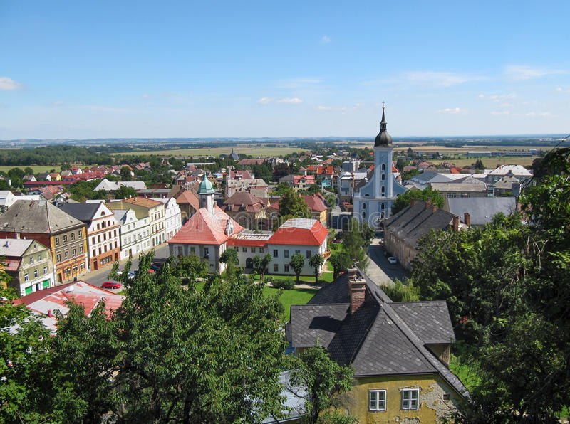 Opinião do verão da cidade de Javornik fotos de stock royalty free