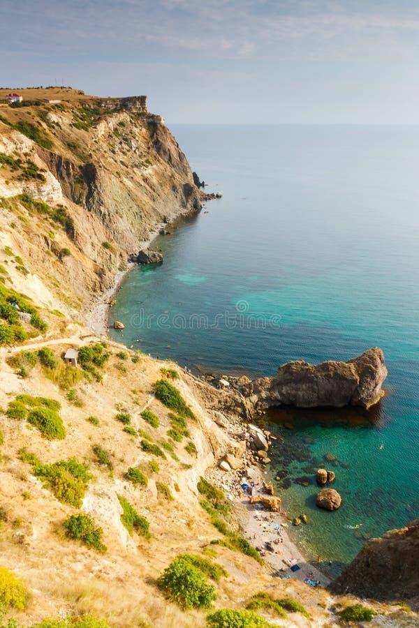 Opinião do verão da costa do Mar Negro perto do cabo de Fiolent imagem de stock royalty free