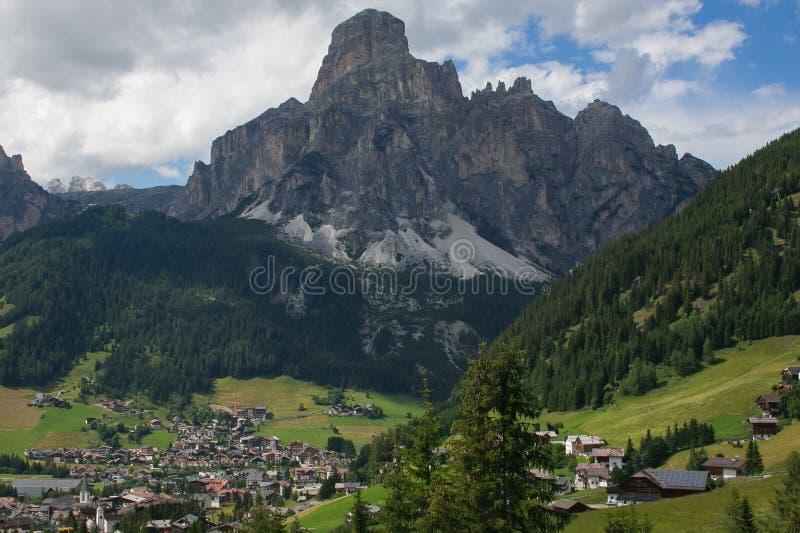 Opinião do verão de Corvara em Badia em Val Badia, Alto Adige fotografia de stock royalty free