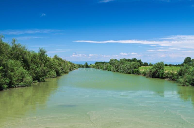 Opinião do verão de um rio quieto na planície Venetian fotografia de stock royalty free