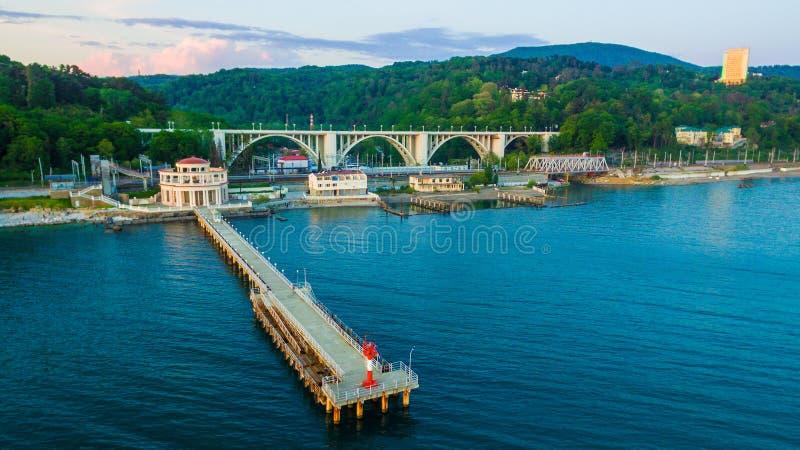 Opinião do zangão do cais da estação marinha de Matsesta, Sochi, Rússia imagem de stock