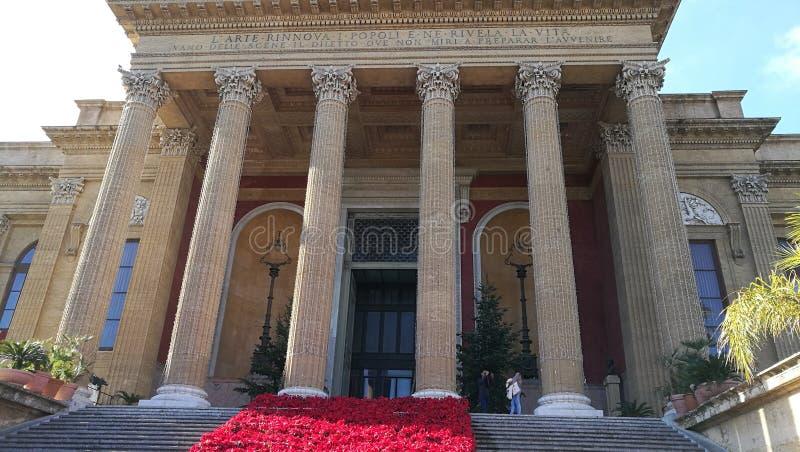 Opinião do zumbido do teatro de Palermo imagens de stock royalty free