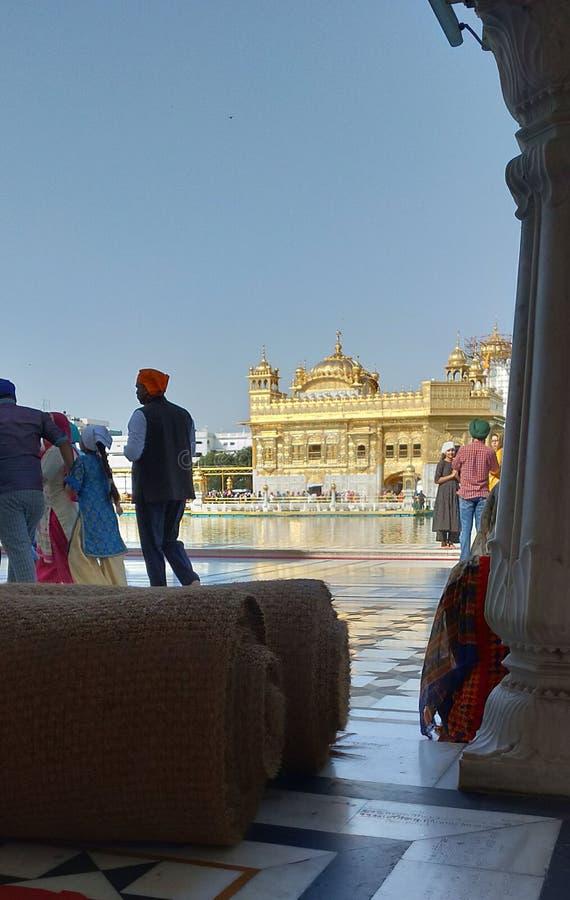Opinião dourada do templo do lado da parede Grande vista foto de stock royalty free