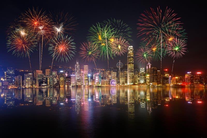 Opinião e fogos-de-artifício da noite no porto de victoria imagens de stock royalty free