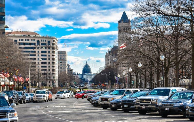 Opinião e vida da rua perto do museu da construção, do Washington Monument e do holocausto do memorial do Capitólio fotografia de stock royalty free