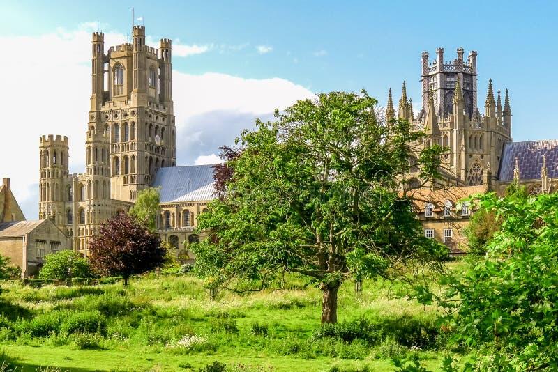 Opinião Ely Cathedral em Cambridgeshire, Inglaterra fotos de stock royalty free