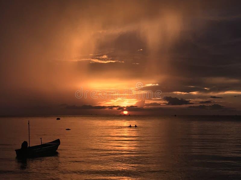 Opinião excitante do por do sol fotografia de stock