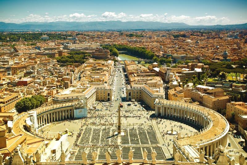 Opinião famosa do quadrado de St Peter, Vaticano fotografia de stock