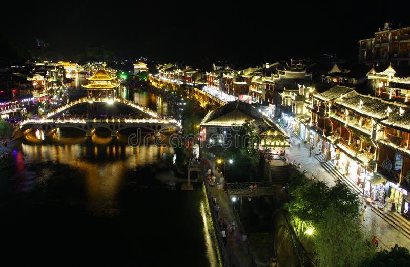 Opinião Fenghuang da noite, província de Hunan, China foto de stock