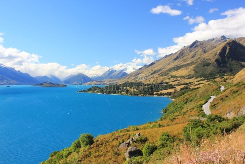 Opinião Flawlessly azul de Wakatipu do lago, Queenstown, Nova Zelândia imagens de stock royalty free