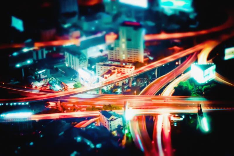 Opinião futurista abstrata borrada da arquitetura da cidade da noite Banguecoque, Tailândia fotografia de stock