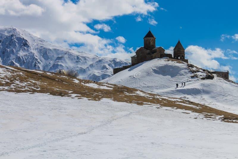 opinião georgian velha do inverno da igreja fotografia de stock