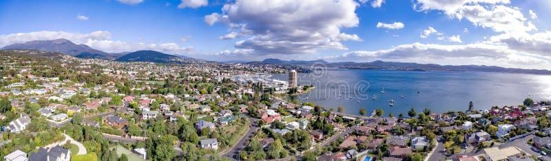 Opinião Hobart Waterfront e Sandy Bay imagem de stock