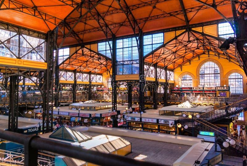 Opinião interior Hall Market central em Budapest imagem de stock