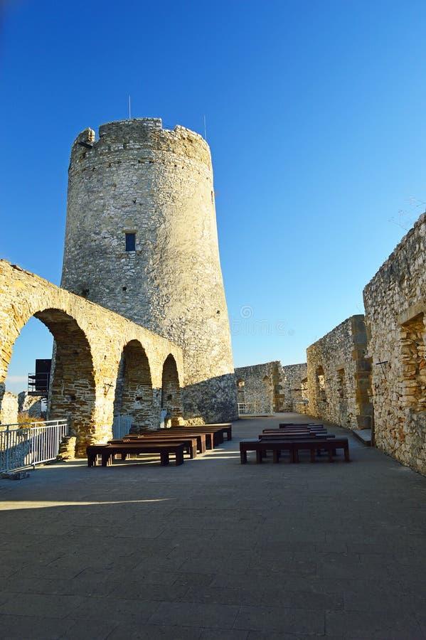 Opinião interna 3 das paredes do hrad do ½ do skà do ¡ de SpiÅ do castelo de Spis foto de stock