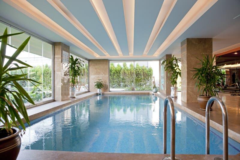 Opinião interna do detalhe da piscina imagem de stock royalty free