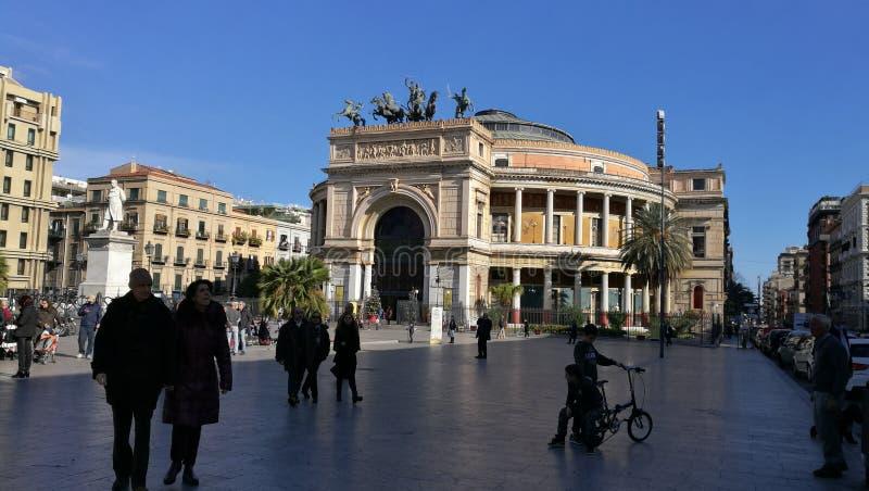 Opinião larga do teatro de Palermo fotos de stock royalty free