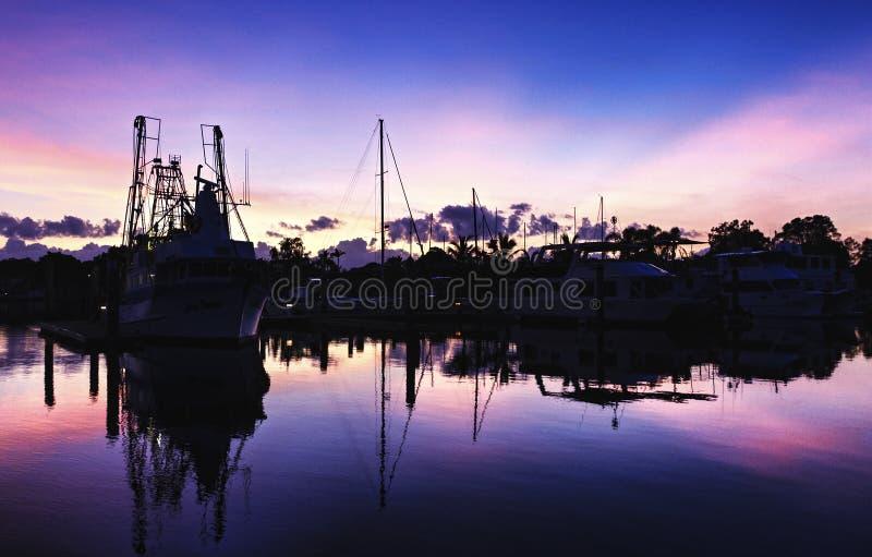 Opinião litoral colorida dourada magnífica do nascer do sol da nuvem austrália foto de stock