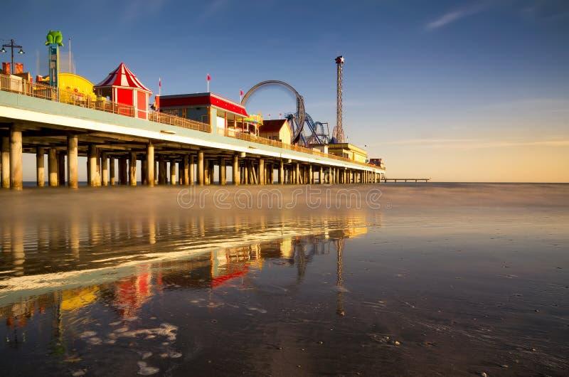Cais do prazer de Galveston no crepúsculo foto de stock royalty free